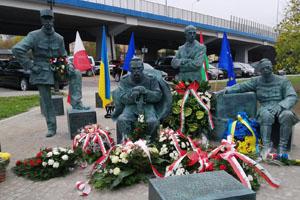 До 100-річчя Варшавської битви відкрили пам'ятник з отаманом військ Української Народної Республіки