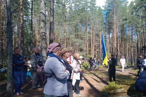 Закордонні українці у Сандармоху вшанували жертви радянських репресій